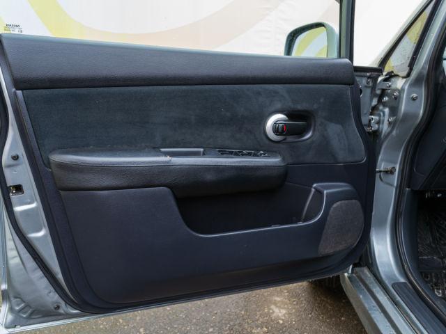 Купить б/у Nissan Tiida, 2010 год, 110 л.с. в России