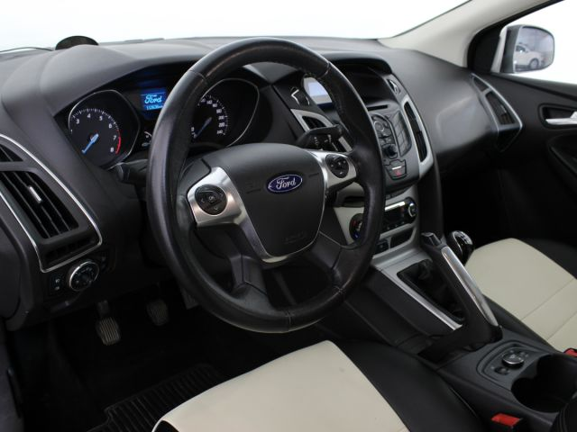 Купить б/у Ford Focus, 2011 год, 125 л.с. в Мурманске